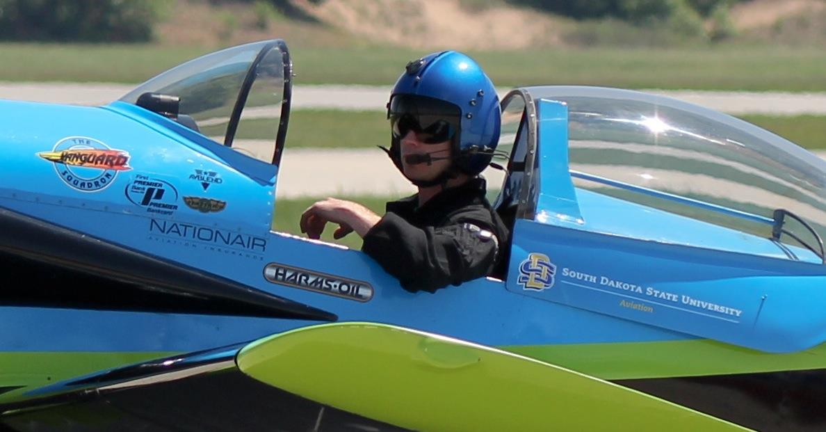 Aviation alums showcase aerobatic skills with Vanguard Squadron